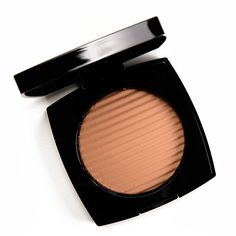 Chanel Medium Les Beiges Healthy Glow Luminous Color Review, Photos, Swatches Chanel Makeup, Beauty Makeup, Hair Makeup, Chanel Les Beiges, Luminous Colours, Natural Tan, Active Ingredient, Bronzer, Sun Kissed