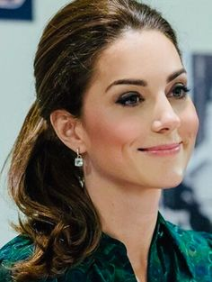 Cabelo Kate Middleton, Estilo Kate Middleton, Kate Middleton Style, Kate Middleton Makeup, Kate Middleton Jewelry, Prince William And Kate, William Kate, Princess Kate, Reine Victoria