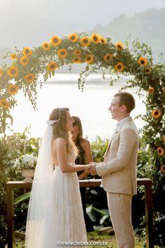 Captura de Tela 20160705 às 3 39 55 PM is part of Wedding - Wedding Ceremony Ideas, Wedding Altars, Wedding Events, Rustic Wedding, Daisy Wedding, Fall Wedding Bouquets, Yellow Wedding, Summer Wedding, Dream Wedding