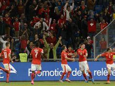 Schweiz - Slowenien Grosse Zufriedenheit bei den Schweizern nach dem vorentscheidenden 3:2-Sieg in der EM-Qualifikation gegen Slowenien. Die Spieler waren sich einig: Die Mannschaft hat Charakter, Moral und Herz gezeigt.