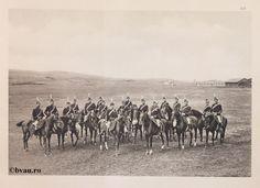 "Regimentul 2 Roşiori, 1902, Romania. Ilustrație din colecțiile Bibliotecii Județene ""V.A. Urechia"" Galați. http://stone.bvau.ro:8282/greenstone/cgi-bin/library.cgi?e=d-01000-00---off-0fotograf--00-1----0-10-0---0---0direct-10---4-------0-1l--11-en-50---20-about---00-3-1-00-0-0-11-1-0utfZz-8-00&a=d&c=fotograf&cl=CL1.38&d=J208_697980"