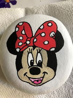 My first try at Minnie Mouse! Rock Painting Patterns, Rock Painting Ideas Easy, Rock Painting Designs, Pebble Painting, Pebble Art, Stone Painting, Mouse Paint, Minnie Mouse, Unicorn Crafts