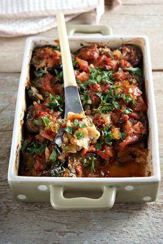 Baked eggplant with haloumi and tomato sauce! - Μελιτζάνες στο φούρνο με χαλούμι και σάλτσα ντομάτας!