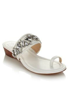 @VinceCamuto's leather toe ring sandals are a chic combination of leather and luxe!