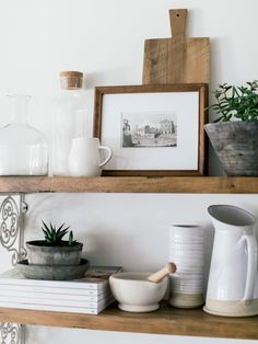 Dining Room Shelves, Kitchen Shelf Decor, Kitchen Shelves, Living Room Shelf Decor, Küchen Design, Kitchen Styling, Open Shelving, Home Decor Inspiration, Decoration
