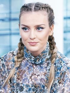 Perrie Edwards with her take on the boxer braid trend. (Mix People Hairstyles)