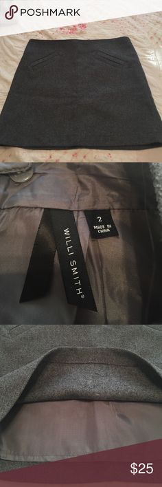 NWOT Willi Smith wool skirt size 2 Gorgeous lined flawless skirt. Two faux pockets in front zips in back. Flattering and professional for fall and winter. Willi Smith Skirts Midi
