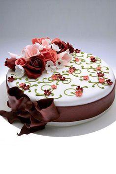 Pin by Clara Saca-Ortiz on Bday Food Cakes, Cupcake Cakes, Cupcakes, Happy Brithday, Birthday Thanks, Wedding Anniversary Wishes, Happy Birthday Pictures, Love Cake, Chocolate