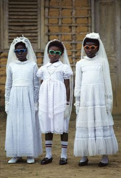 Pascal Maitre, Bata children after their first Communion. Equatorial Guinea, 1989 with colored shades,love these girls. Première Communion, First Communion, We Are The World, People Of The World, Beautiful Children, Beautiful People, Vivian Maier, Foto Art, Little People