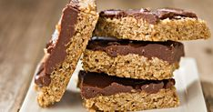 Zdravé rezy bez cukru, bez pečenia abez výčitiek. Delicious Cookie Recipes, Yummy Cookies, Brownie Recipes, Baking Recipes, Drop Cookies, Bar Cookies, Fun Desserts, Dessert Recipes, Peanut Butter Chocolate Bars
