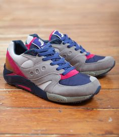 Greys, pinks, and blues always get to me. (Bodega x Saucony Elite G9)