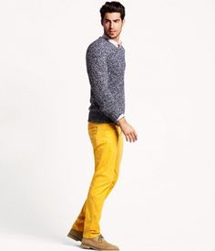 so this is how you carry off those yellow pants :)