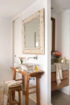 Lavamanos con espejo y detrás, baño (00386200)