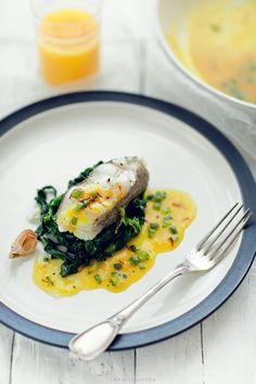 Halibut ze szpinakiem  { Halibut with Spinach in Saffron sauce }