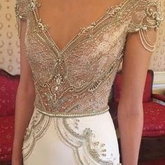 Behold the glorious details @alonlivnewhite! What a beauty from @alonlivne from the NY bridal market and debut of the new collection.
