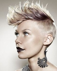 Taglio capelli corti donna inverno 2013 con cresta o alla mohicana