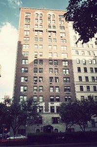 Located on the south east corner of 83rd and Park, 975 Park Avenue exudes all the luxury and fine living that one might expect from a pre-war, white glove apartment building on the Upper East Side. The building was built in 1929, and designed by J.M. Felson. It has 16 floors and 66 apartments that range in size from two bedrooms to four bedrooms.