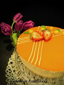 Tyrnijuustokakku on juustokakkujen aatelia. Niin raikas ja hienonmakuinen.   Alla kaksi versiota: Vhh ja luontaisesti gluteeniton sekä no...