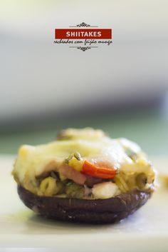 Cogumelos shiitake recheados com feijão mungo
