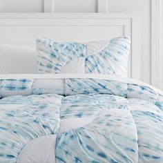 PB Teen Ocean Spray Tie Dye Quilt, Twin, Indigo ($127) ❤ liked on Polyvore featuring home, bed & bath, bedding, quilts, twin xl bedding, tie-dye bedding, tie dyed bedding, tie dye twin xl bedding and quilted shams