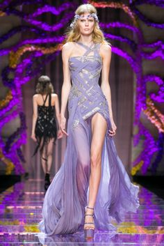 A look from the Atelier Versace Fall 2015 Couture collection.