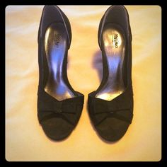 Mossimo Bow Party Heels sz7 Worn only 2 times to dances, excellent condition! Slight wear on bottoms but top details/ material is fine! Let me know if you have any questions! Mossimo Supply Co Shoes Heels