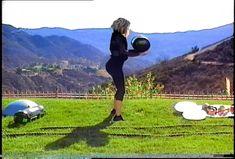 How Khloé Kardashian Got a Better Butt: 6 Workout Moves in GIFs