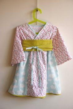 DIY Toddler Kimono dress link to pattern Kimono Dress, Diy Dress, Kimono Style, Sewing For Kids, Baby Sewing, Kids Patterns, Sewing Patterns, Sewing Clothes, Diy Clothes