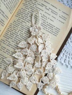Crochet Earrings Pattern, Crochet Flower Patterns, Crochet Flowers, Crochet Handles, Confection Au Crochet, Crochet Bikini Top, Bracelet Tutorial, Crochet Crafts, Free Pattern