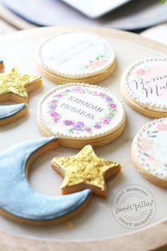 made these amazing cookies using Sweet Fajr printable ramadan designs Ramadan Desserts, Ramadan Recipes, Ramadan Food, Iftar Party, Eid Party, Eid Crafts, Ramadan Crafts, Fest Des Fastenbrechens, Eid Biscuits