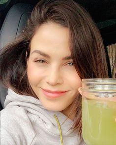 7 Lessons I Learned From The Medical Medium, aka Jenna Dewan's Health Guru Health Guru, Gut Health, Health Fitness, Health Foods, Medium Recipe, Anthony William, Reduce Bloating, Celery Juice, Jenna Dewan