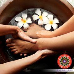 Tus #pies trabajan todo el #día. Dales un descanso con un #pedicure #spa. Citas al 2264-9744
