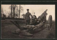 old postcard: Foto-AK Offizier neben Artilleriegeschütz