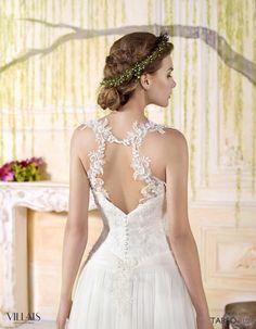 TARSO: Falda de tul de seda lisa, con el cuerpo de encaje y la espalda descubierta adornada con aplicaciones de tul bordado y cristales. En la cintura lleva un cinto de tul drapeado con las mismos motivos que la espalda http://www.villais.com/es/vestidos-de-novia-2016/romantic/tarso/ ++ CustomMade ++