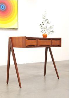 Teak Entry Chest / Table - Attributed to Arne Vodder, Denmark, c. So glad I can claim Danish Heritage! Danish Furniture, Teak Furniture, Mid Century Furniture, Vintage Furniture, Cool Furniture, Modern Furniture, Furniture Design, Muebles Art Deco, Wood Design