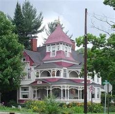 Architecture located along M-25 in Bay City, Michigan. Queen Anne