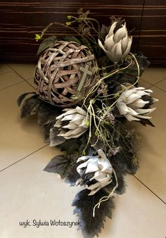 Source by rvansiya Winter Floral Arrangements, Funeral Flower Arrangements, Funeral Flowers, Grave Decorations, Flower Decorations, Christmas Decorations, Flower Crafts, Diy Flowers, Flower Art