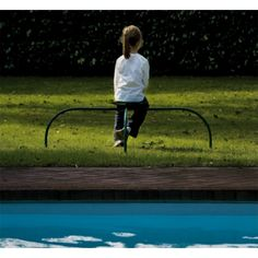 """Ah spider? No, a outdoor seat by @zanotta ! There you are """"Allunaggio"""" by Achille & PierGiacomo Castiglioni"""