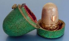 1809-38 HLLMKD FRENCH 18 ct GOLD THIMBLE IN ORIGINAL SHAGREEN ETUI