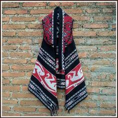 bolero lengan pendek yang terbuat dari bahan batik dobi asli dengan motif tenun,bolero ini juga di kombinasi dengan bahan tenun ikat jepara asli di bagian ...