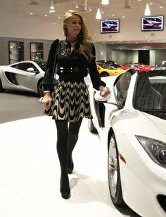 باريس هيلتون تتجول في إحدى معارض السيارات.. ربما لاقتناء سيارة فاخره أخرى .. من يعلم ؟ #Celebrity #Celebrities #celebritynews   #مشاهير_العالم   #مشاهير