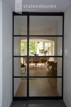 Stalenpui met taatsdeur | #stalendeurenmeesters.nl