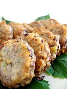 Korean Lotus Root Beef Patties (Yeongeun Wanja Jeon, 연근 완자전) Makes 16  ½ lb. peeled lotus root, sliced ¼-inch thick (16 slices) Scant 1 lb. (420 g) ground beef 4 cloves garlic ¼ cup finely chopped wild sesame leaves (perilla) 1 green onion, thinly sliced ½ tsp. sea salt ¼ tsp. ground black pepper ½ cup flour, for dredging 2 eggs, lightly beaten Vegetable oil, for frying