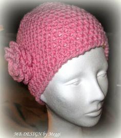 Mütze mit Häkelblüte