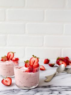 Fresh Fruit Desserts, Strawberry Desserts, Mini Desserts, Summer Desserts, Fruit Recipes, Easy Desserts, Sweet Recipes, Dessert Recipes, Strawberry Cheesecake