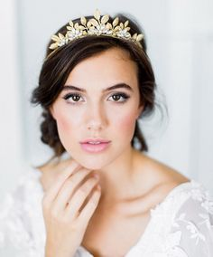 CAMELLIA bohemian bridal tiara, romantic gold wedding crown, boho headpiece with leaves and crystals - Wedding hair - Wedding Dekorations Wedding Makeup For Brown Eyes, Natural Wedding Makeup, Wedding Hair And Makeup, Simple Wedding Makeup, Bridal Makeup Looks, Hair Wedding, Boho Headpiece, Bridal Headpieces, Bridal Beauty