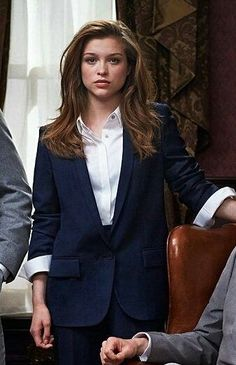 """""Best agent or best friend? Sophie Cookson, Business Look, Business Attire, Business Class, Soirée James Bond, Mein Style, Professional Outfits, Professional Image, Kingsman"