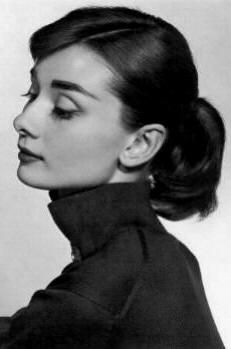 Audrey Hepburn by Richard Avedon Foto Portrait, Portrait Studio, Portrait Photography, Photography Women, Vintage Photography, Beauty Photography, White Photography, Classic Beauty, Timeless Beauty