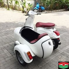 Vespa Primavera Sidecar, we supply sidecar for all Vespa, classic and modern. For export too! Contact wa see more – Vespa Medan Vespark Moto Vespa, Scooter Helmet, Piaggio Vespa, Scooter Bike, Lambretta Scooter, Scooter Motorcycle, Vespa 300, Steampunk Motorcycle, Vespa Scooters For Sale