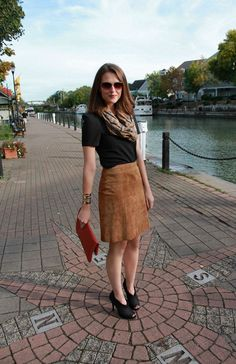 If there is a timeless trend, then it's the suede fabric garments. In today's post I want to draw your attention to some of the best ways how to wear a suede Work Fashion, Skirt Fashion, Fashion Outfits, Womens Fashion, Fashion Trends, Penny Pincher Fashion, Autumn Fashion 2018, Brown Skirts, Suede Skirt